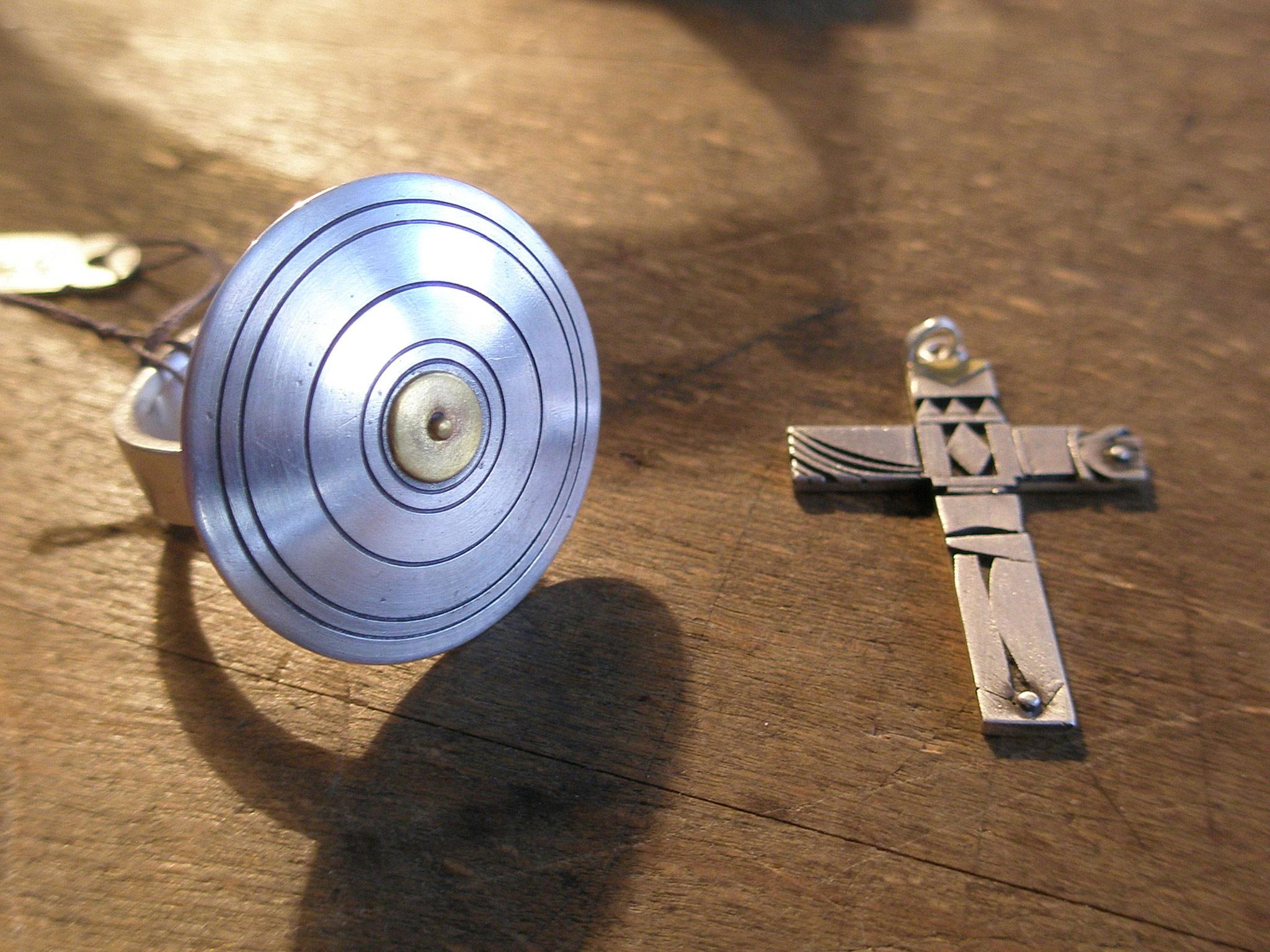 Kreuz und Ring